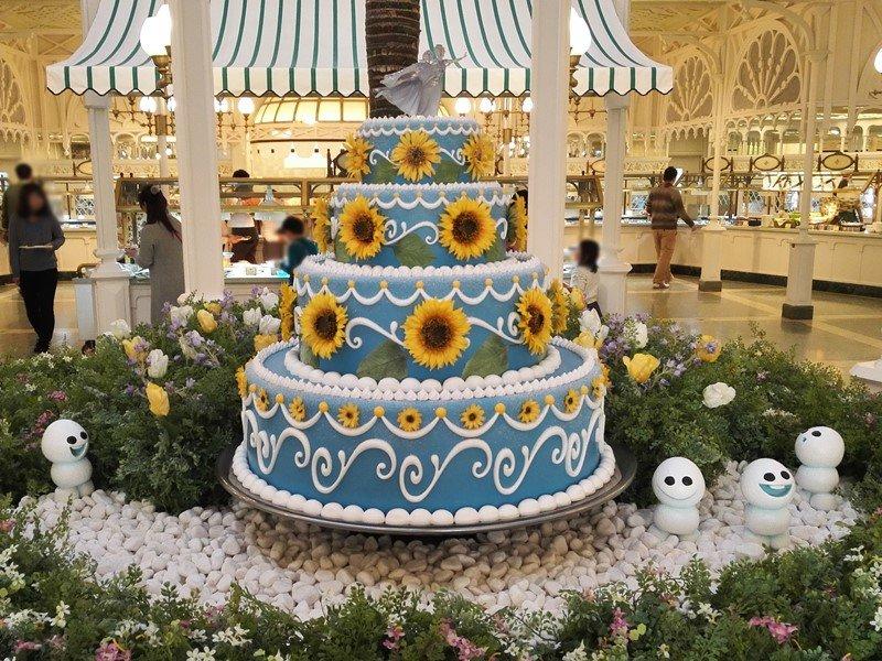 エルサのサプライズケーキ